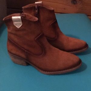 Brown short boots. Size 38
